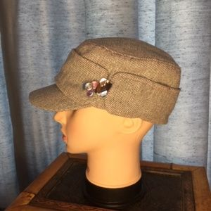 CLAIRE'S gray woman's beret